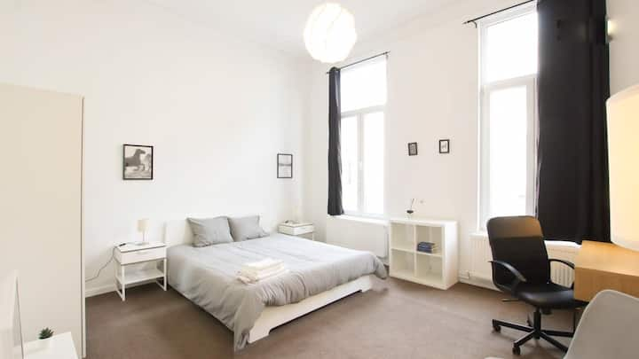 ☆ Large & luminous room 2 min from South Station ☆