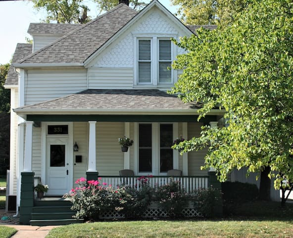 Clark Corner Guest House, in Historic St. Charles