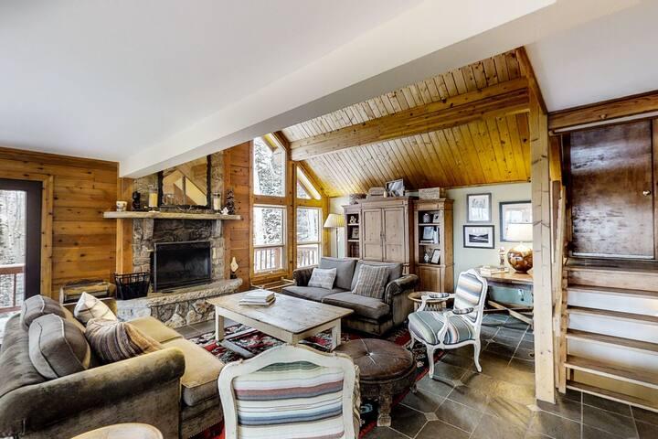 Luxurious home w/ hot tub & wrap-around deck - 3 miles to slopes!