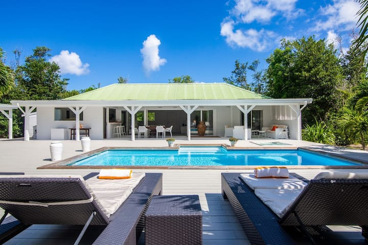 Villa Monchal* - 1 min walk to the Plum Bay Beach!