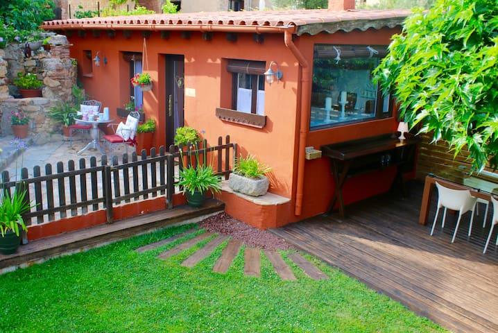 Garden house: Casa Rosa. - Santa Cristina d'Aro - Hus