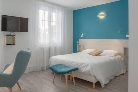 Rochemay n°3 Studio rénové avec balcon
