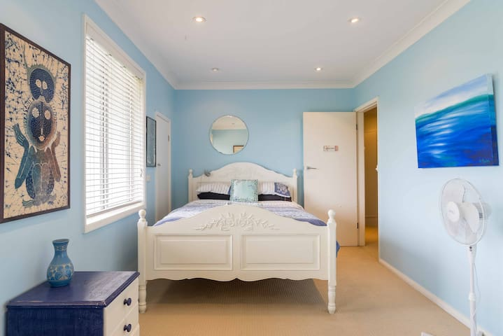 Serene Blue Room - Beacon Hill - Casa