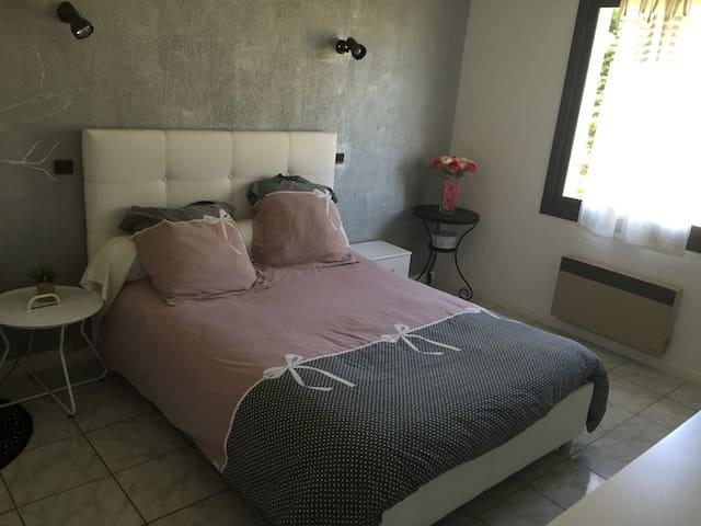 Chambre avec salle de bains privée - Trébons - Hus