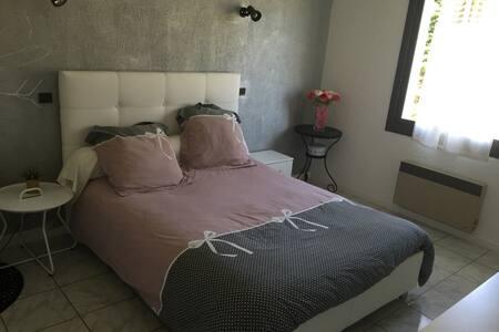 Chambre avec salle de bains privée - Trébons