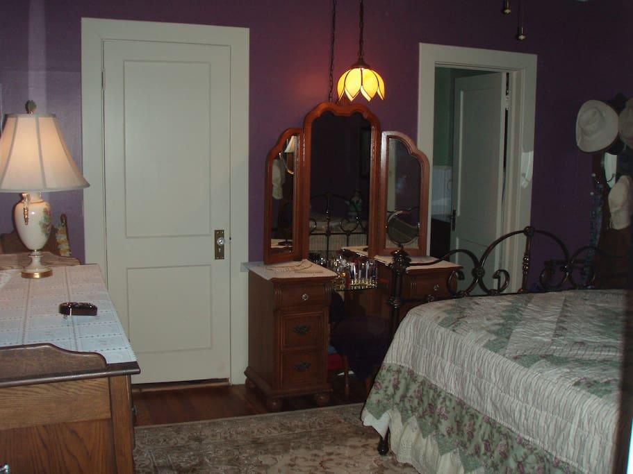 Queen bedroom with direct master bath entryway