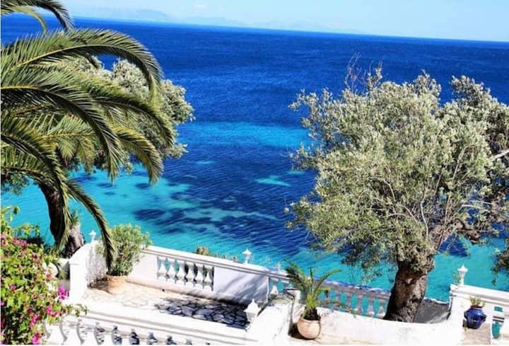 Villa Gerekos Apartment on the sea