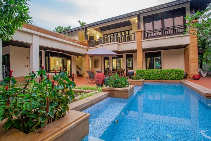 Chom Tawan Villa only 150 m to the beach!