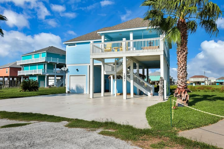 Lovely home with patio area & near the ocean - close to town and attractions