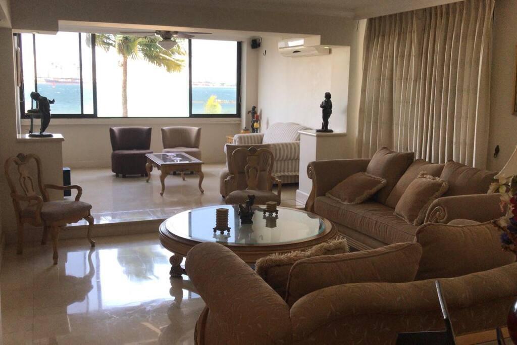 (ESP) Sala de estar - EN) Living Room - (FR) Salon