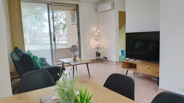 Opposite Cabramatta Station 5 min walk to CBD 7ppl