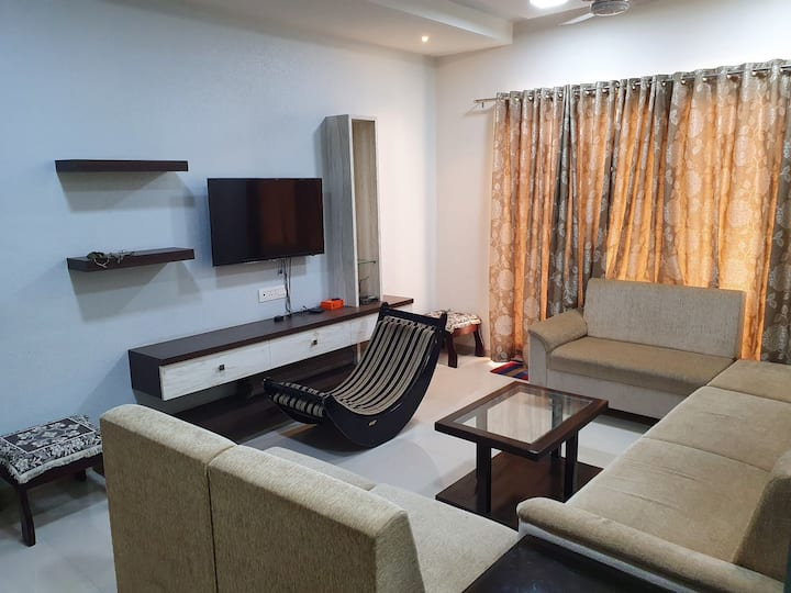 Beautiful view 5th floor flat invites you to come.