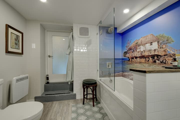 Charming suite near the beach