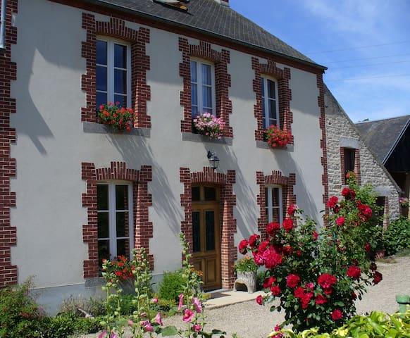 Chambres d'hôtes   La Ferme du motté - Bazoches-au-Houlme - Guesthouse