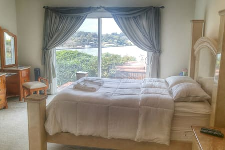 Master Bedroom Bluff View! SF/Napa/Vallejo - Vallejo