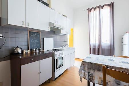 Sunny Spacious Bedroom 2.0 - โบโลญญา - อพาร์ทเมนท์