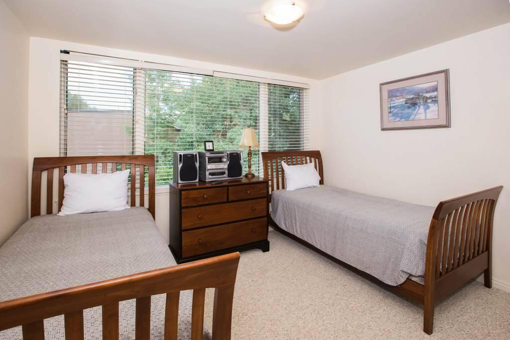 Furniture,Bed,Bedroom,Indoors,Room