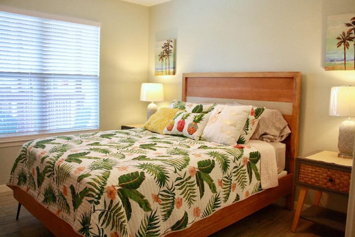 1st Bedroom - 1 Queen size Bed with Bathroom