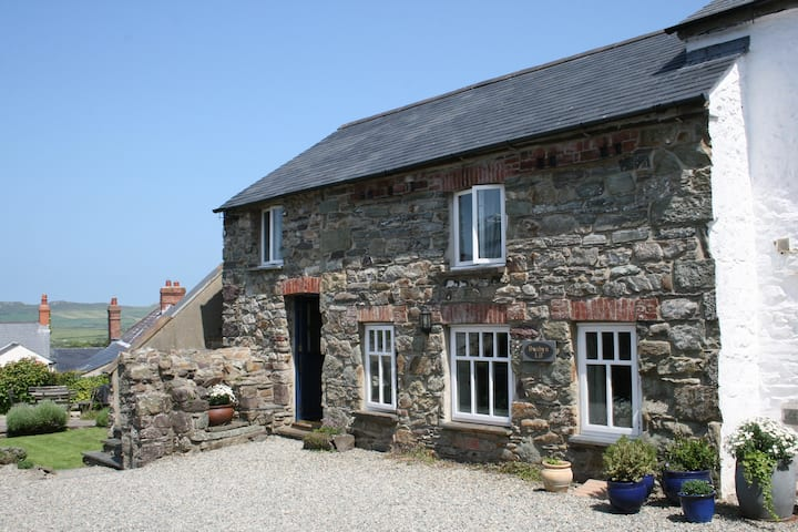 Bwthyn Lil, Stone Cottage for four, Parking