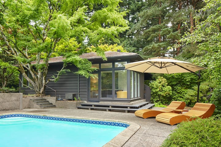 Poolhouse of Portland Architectural Gem