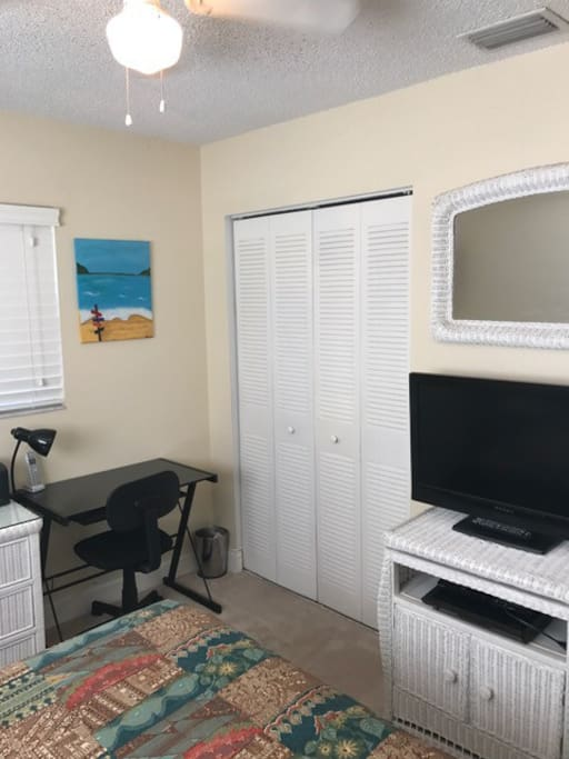 Full sized bed, matching dresser and end tables, computer desk and chair, digital cable, large closet.