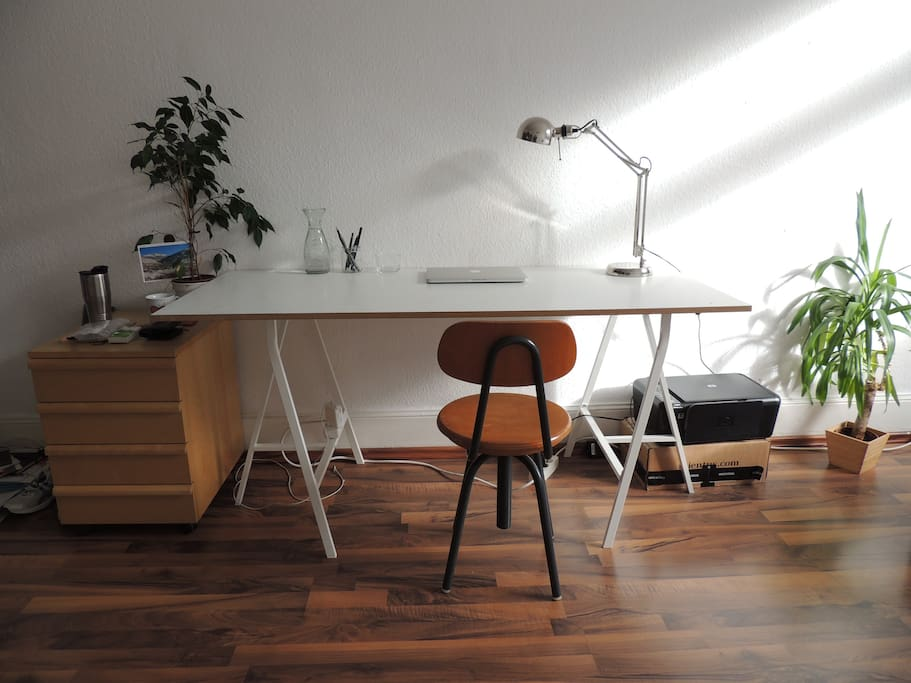 space to work, desk can be dismantled and pushed aside easily