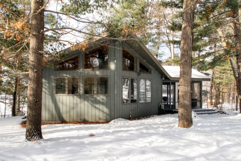 This cozy Luck vacation rental home is the ultimate lakeside retreat!