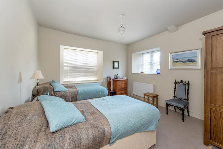 Spacious ensuite twin - Spaxton, Somerset - Spaxton - House