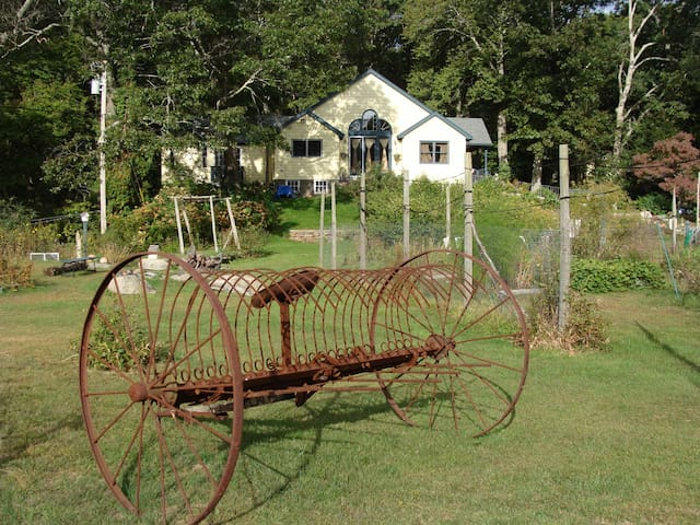Sunrose Farm B&B beautiful rooms and gardens - North Kingstown - Bed & Breakfast