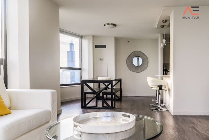FREE PARKING! 3B/3B Sophisticated High-rise Suite With Views