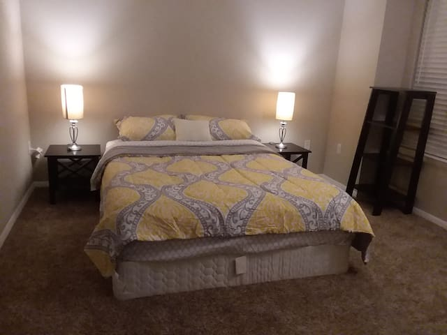 Private GuestRoom nearby Cary Raleigh-no extra fee