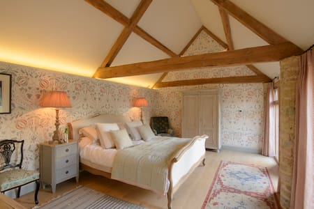 Beautiful Cotswold Barn French Rm - Quenington - Bed & Breakfast