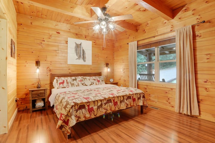 1st floor bedroom has a king size bed, sound machine, essential oil diffuser, and table fan to ensure you get a restful night's sleep.