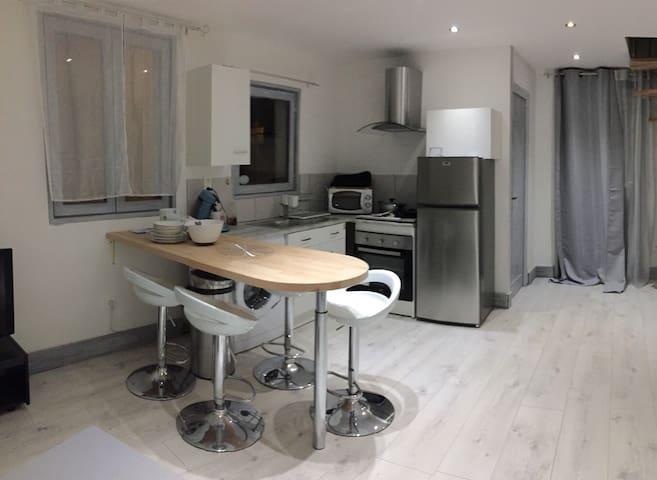 Maison meublée 2 à 4 personnes - Souvigny - Rumah