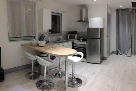 Maison meublée 2 à 4 personnes - Souvigny - Hus