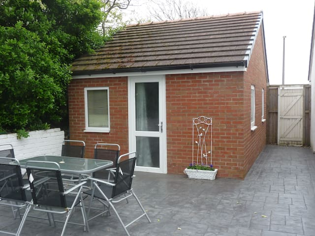 Private comfy spacious  annex 2 mins to beach - Lytham Saint Annes - Guest suite