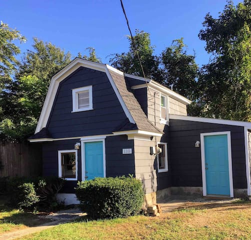 The unique Tiny House of Pawtuxet Village !