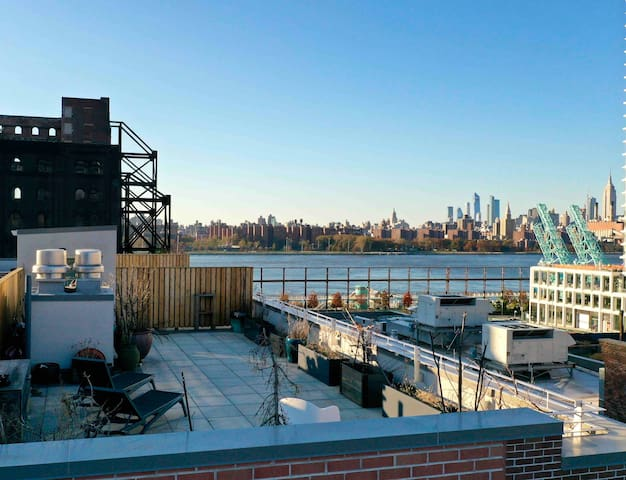 LUXURY DUPLEX! Private ROOFDECK! Incredible view!