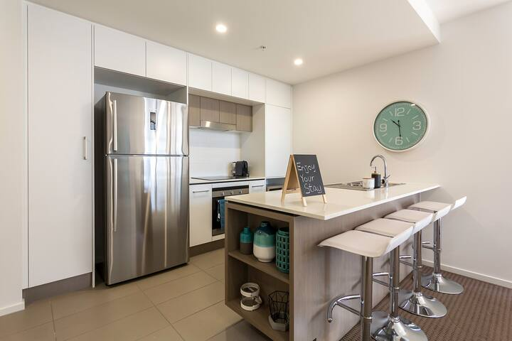 Newstead | City Skyline | Large 1 BedApt w Carpark