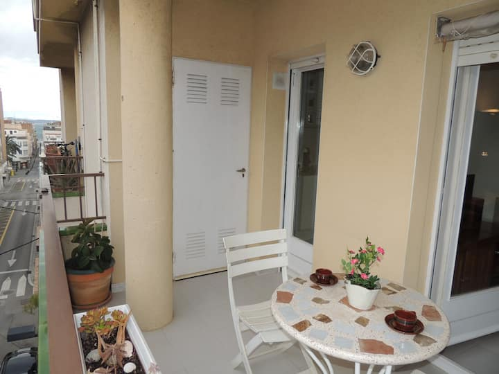 Roses center apartment for rent with parking- F.Macià