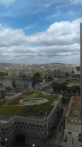 Grand studio avec vue proche Tour Eiffel