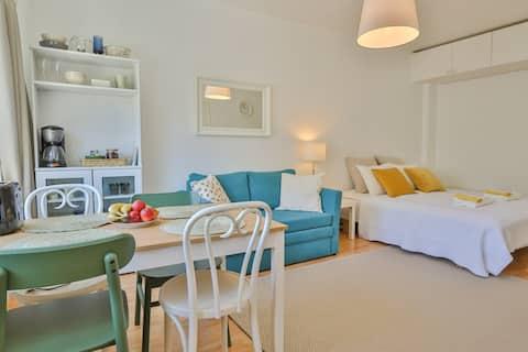City Center Studio Apartment - Bright & Quiet