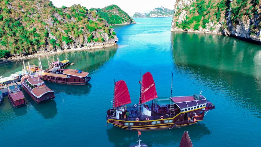 GOOD PRICE!!! 2d1n Lan Hạ Bay on Traditional junk