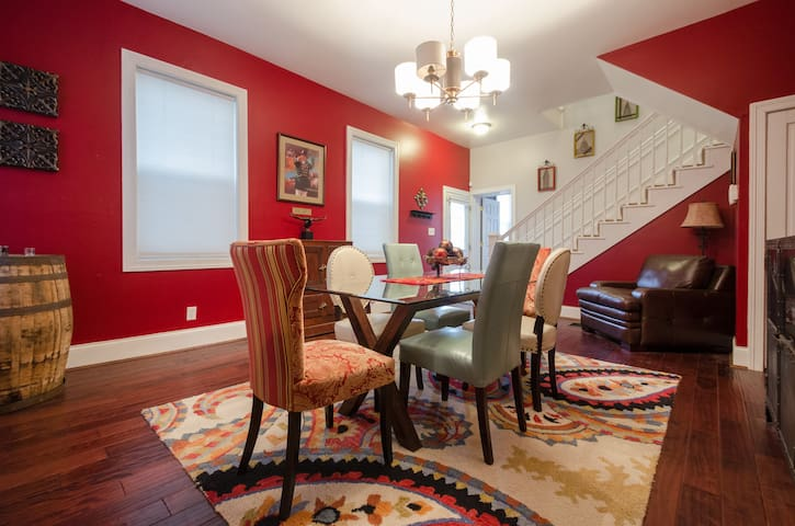 Remodeled Historic East Row Home - PRICE DROP $98 - Newport - Haus