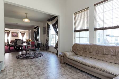 Blessed House Master Bedroom - Maison