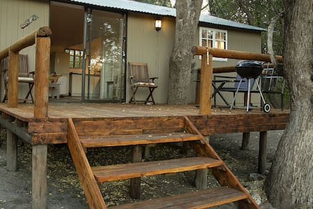 Tranquil Bush Retreat just outside Maun - sleeps 4
