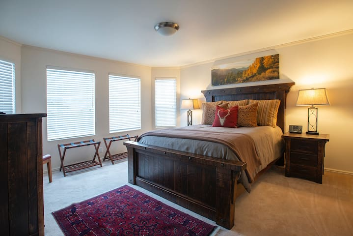 (1) Convenient to all that Park City offers!