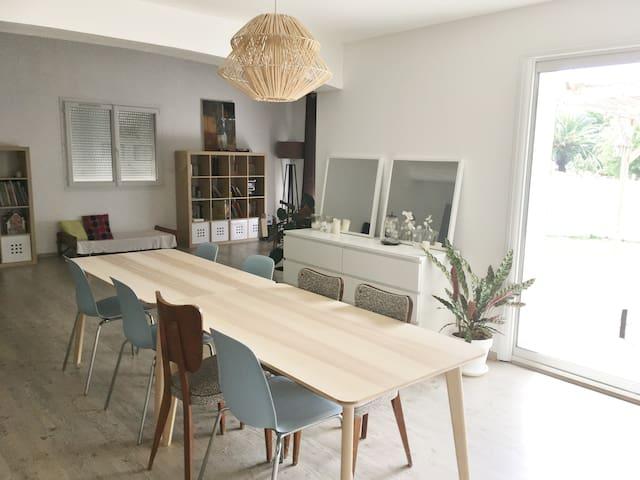 Cuisine 25 m2 et séjour de 40 m2