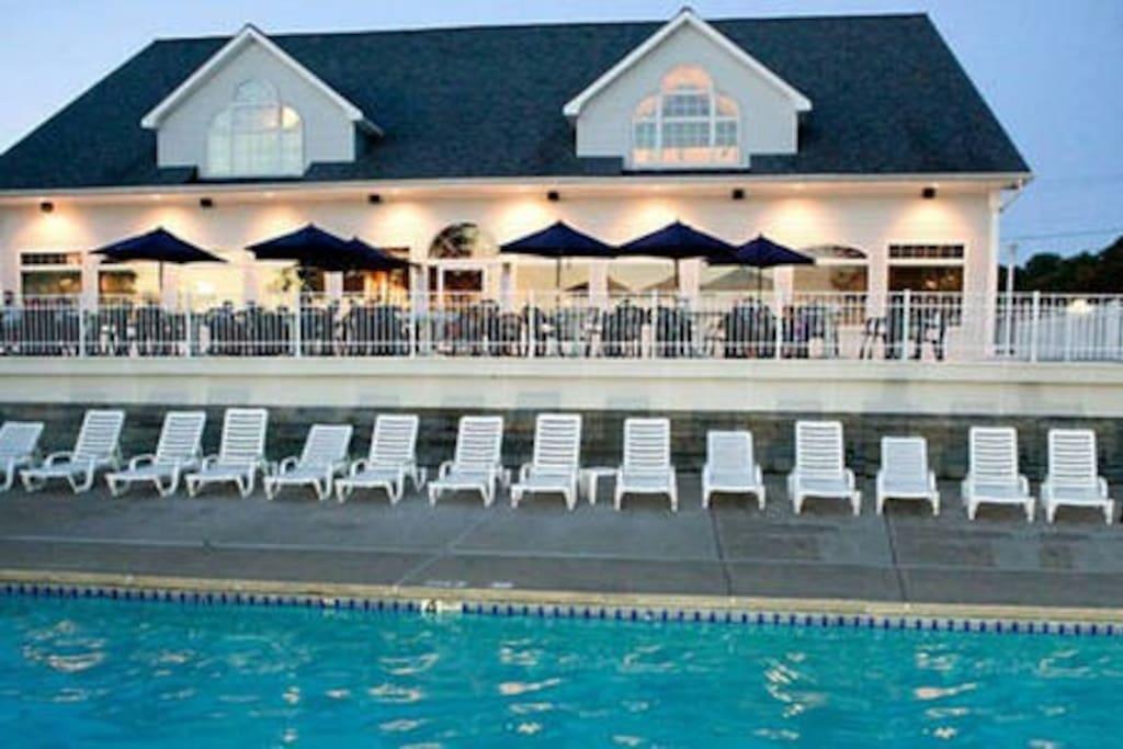 Dockers Restaurant & Pool