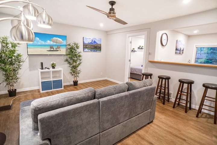 Renovated Bungalow By University, Whyte, Hospital